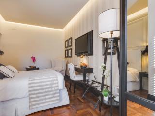 COLOSSEUM LUXURY ROOM & BATHROOM ENSUITE - Rome vacation rentals