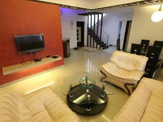 Simply Offbeat 2 bhk Luxury Lonavala Bungalow - Lonavla vacation rentals