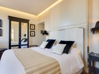 LUXURY ROOM COLOSSEUM - Rome vacation rentals