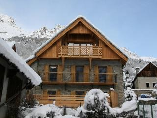 Beautifull Chalet in a calme charming village - Vaujany vacation rentals