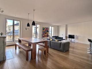 Le Charlot: Marais-2 bedroom for 6 people - Paris vacation rentals