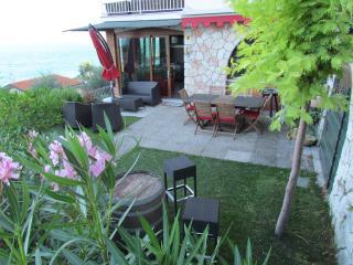 Residence Villa Mignon - panoramico - Torri del Benaco vacation rentals