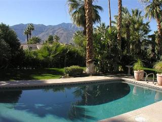 Beautiful!  PRIVATE POOL 12ppl 5 bdrm 5 ba HOT TUB! DOWNTWN - Palm Springs vacation rentals