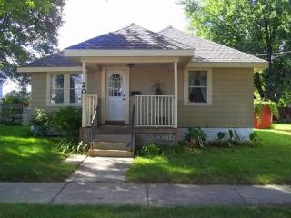 Silver Lake House - 2 bedroom 1 bath; 2 miles from Mayo Clinic - Rochester vacation rentals