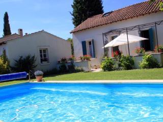 Charmante maison provençale avec piscine - Entraigues-sur-la-Sorgue vacation rentals