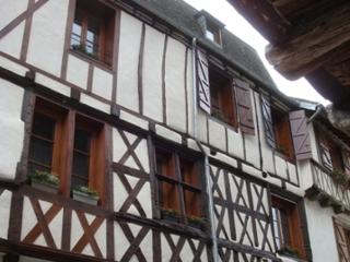 Charming Apartment 1 Rue Ste Catherine, Beaulieu - Beaulieu-sur-Dordogne vacation rentals