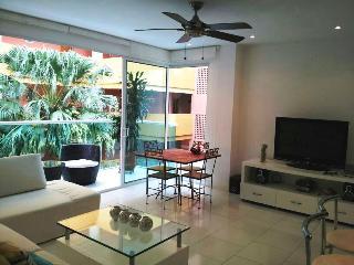 ELEGANTE APARTAMENTO EN LA PLAYA JA209 - Cartagena vacation rentals
