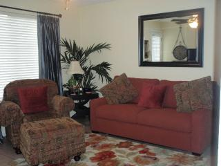 Convenient to Oaklawn Racing. Great Lake View! - Hot Springs vacation rentals