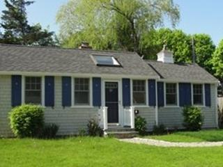 Charming 2 bedroom Osterville House with Deck - Osterville vacation rentals