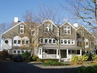 Cozy 2 bedroom House in Osterville with Deck - Osterville vacation rentals
