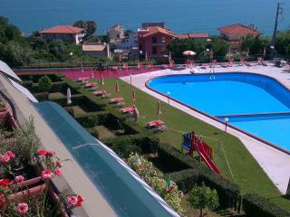 Nice Condo with Shared Outdoor Pool and Children's Pool - Rocca San Giovanni vacation rentals