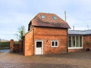 THE PERRY SHED, pet-friendly, lovely walks, ideal romantic retreat, Droitwich, Ref 932635 - Droitwich vacation rentals
