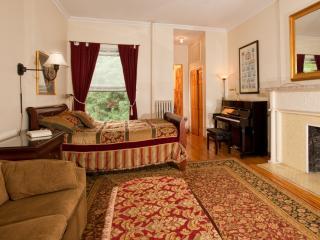 Deluxe studio w/ kitchenette, private bath, piano - New York City vacation rentals