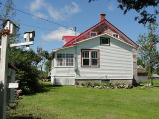 Comfortable House with Internet Access and Freezer - Ormstown vacation rentals