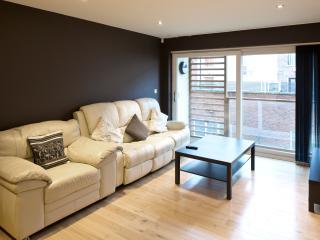 Beautiful 2 bedroom Condo in Kingston-upon-Hull - Kingston-upon-Hull vacation rentals