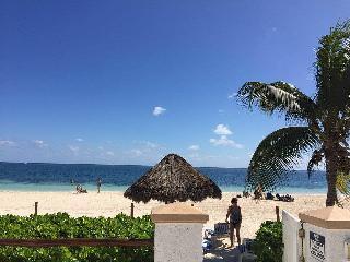 Beach front condo in Puerto Morelos, Cancún - Puerto Morelos vacation rentals