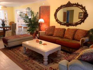 Pinkie's Place - Comfortable, Relaxed Luxury - Lake Worth vacation rentals
