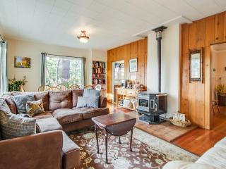 Well located Bainbridge cottage on a half acre - dogs okay! - Bainbridge Island vacation rentals