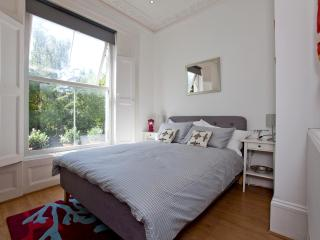 Stylish and Modern Apartment with Sun Terrace - London vacation rentals