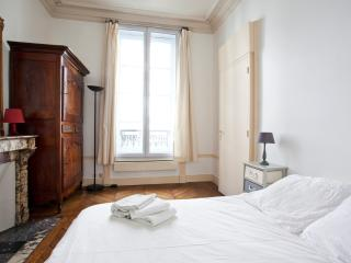 Large, hyper-central family flat for up to 6 - P4 - Paris vacation rentals