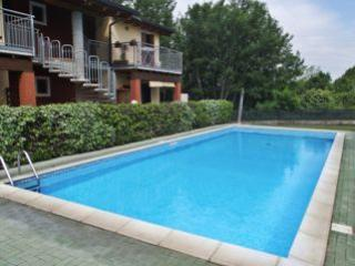 Gorgeous 2 bedroom Castelnuovo del Garda Apartment with A/C - Castelnuovo del Garda vacation rentals