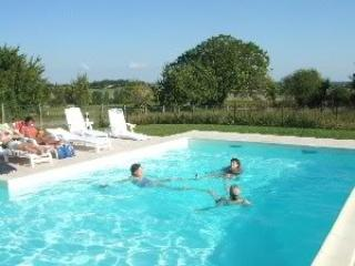 Holiday home with heated & fenced pool, sleeps 12. - Brigueuil vacation rentals