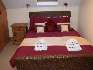 2 bedroom Barn with Internet Access in Southrop - Southrop vacation rentals
