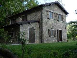 Eco Farmhouse with horses C2 First Floor Apartment - Castiglione Di Garfagnana vacation rentals