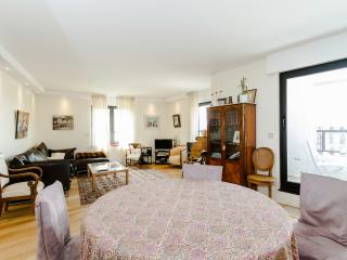 High Quality 2 BR, 2BA for 5, Montparnasse - P14 - Paris vacation rentals