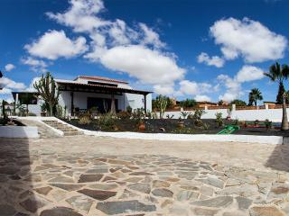 Villa Seasidedream with POOL and Minigolf cours - Parque Holandes vacation rentals