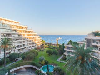 Breathtaking sea view, 50 m from the beach. - Cannes vacation rentals