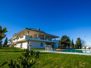 Marcheholiday Tondo, apartment in villa with pool - Tavullia vacation rentals