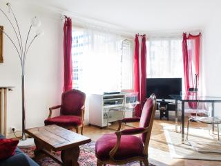 Traditional & comfy 1BR flatwith private car park, near Gare de Lyon - P12 - Paris vacation rentals