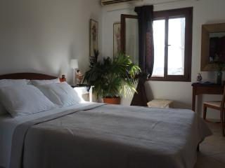 Fira central apartment 60m2 & balcony - Fira vacation rentals