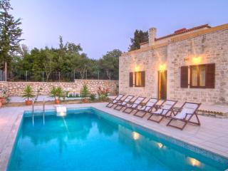 Traditional stone built Rethymnon mansion-Pr. pool - Prines vacation rentals