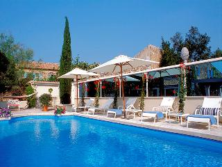 Le Paradou Les Alpilles, exceptional 17 century coaching inn 13p. private pool - Paradou vacation rentals