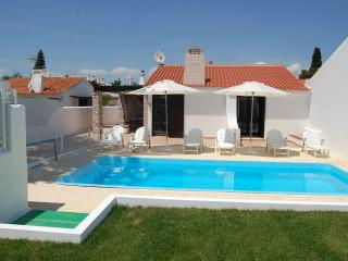 Villa Jacaranda, 300 metres from the beach - Albufeira vacation rentals