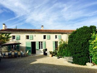 5 bedroom House with Internet Access in Saint Jean d'Angely - Saint Jean d'Angely vacation rentals