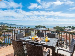 2 bedroom apartment with sea view - pool - WiFi - Puerto de Alcudia vacation rentals