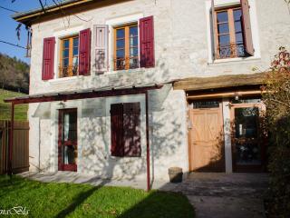 Au Pré Chardon gite Valériane - Saint-Etienne-de-Crossey vacation rentals