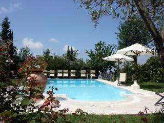 Villa Carlotta, Large family Home with shared Tennis court - Castiglion Fiorentino vacation rentals