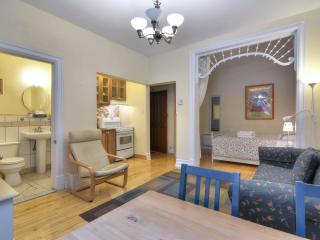 Yellow Suite (University Bed & Breakfast) - Montreal vacation rentals