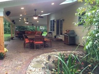Close to campus, sleeps 12, hot tub, large patio - South Bend vacation rentals