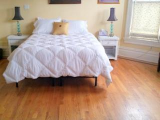 AMAZING 4 BEDROOM/2 BATH TOWNHOUSE IN OAKLAND - Oakland vacation rentals