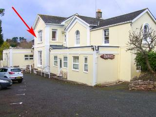 FLAT 6, first floor studio flat, shared garden, WiFi, close to beach, in Torquay, Ref 929189 - Torquay vacation rentals