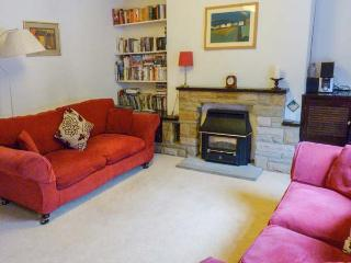 ROSE COTTAGE, mid-terrace property, gas fire, very close to town centre, in Skipton, Ref 929931 - Skipton vacation rentals