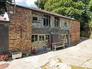 OLD ZANZIG MILL, converted mill, woodburner, WiFi, pet-friendly, St Issey, Ref 931703 - Saint Issey vacation rentals