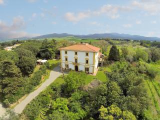 Un B&b in villa d'epoca sulla costa toscana - Bibbona vacation rentals