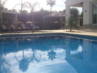 Strandnahe neue Villa mit grossem Pool & Jacuzzi - Denia vacation rentals