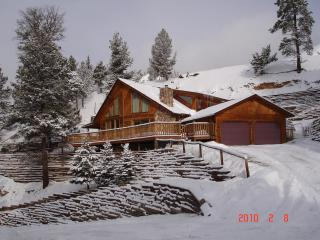 Nice House with Internet Access and Long Term Rentals Allowed (over 1 Month) - Red River vacation rentals